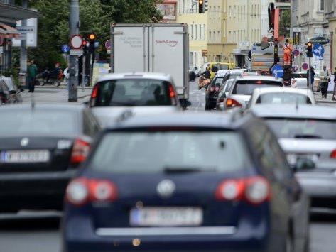 Am Pfingstwochenende steigt das Unfallrisiko durch erhöhten Ausflugs- und Transitverkehr. Der VCÖ mahnt zu hoher Aufmerksamkeit.