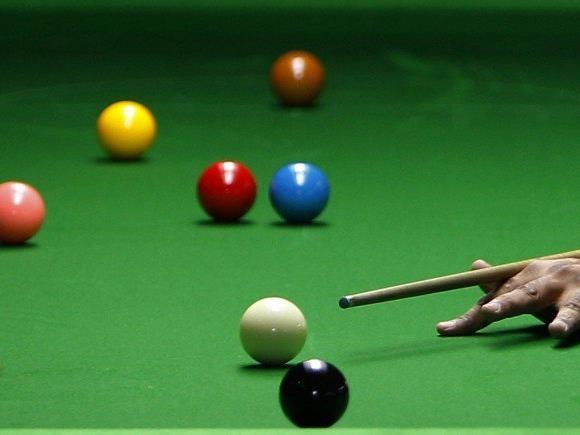 Peter Ebdon verteidigte seinen Titel beim Snooker.