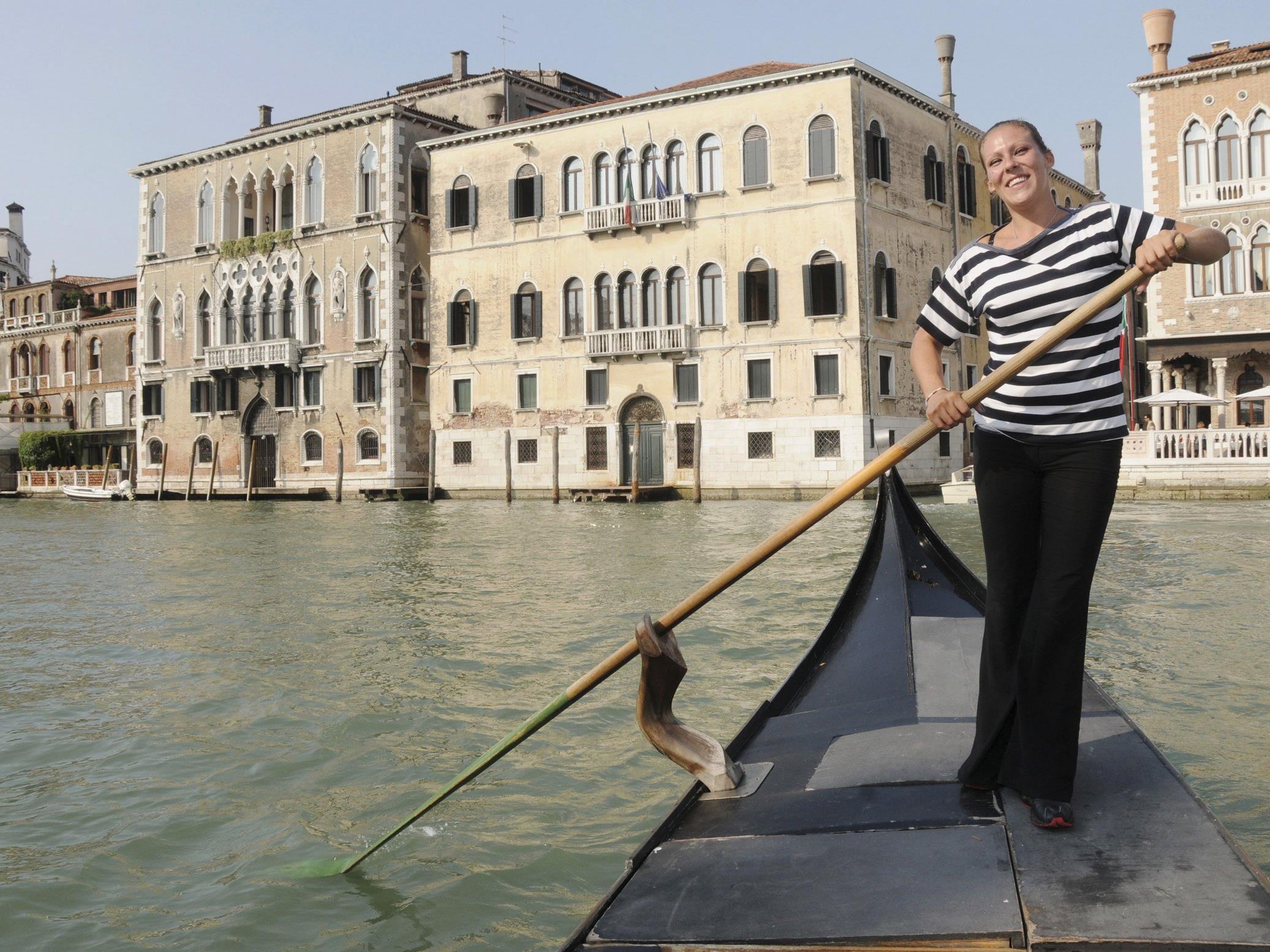 Gondolieri haben in Venedig protestiert.