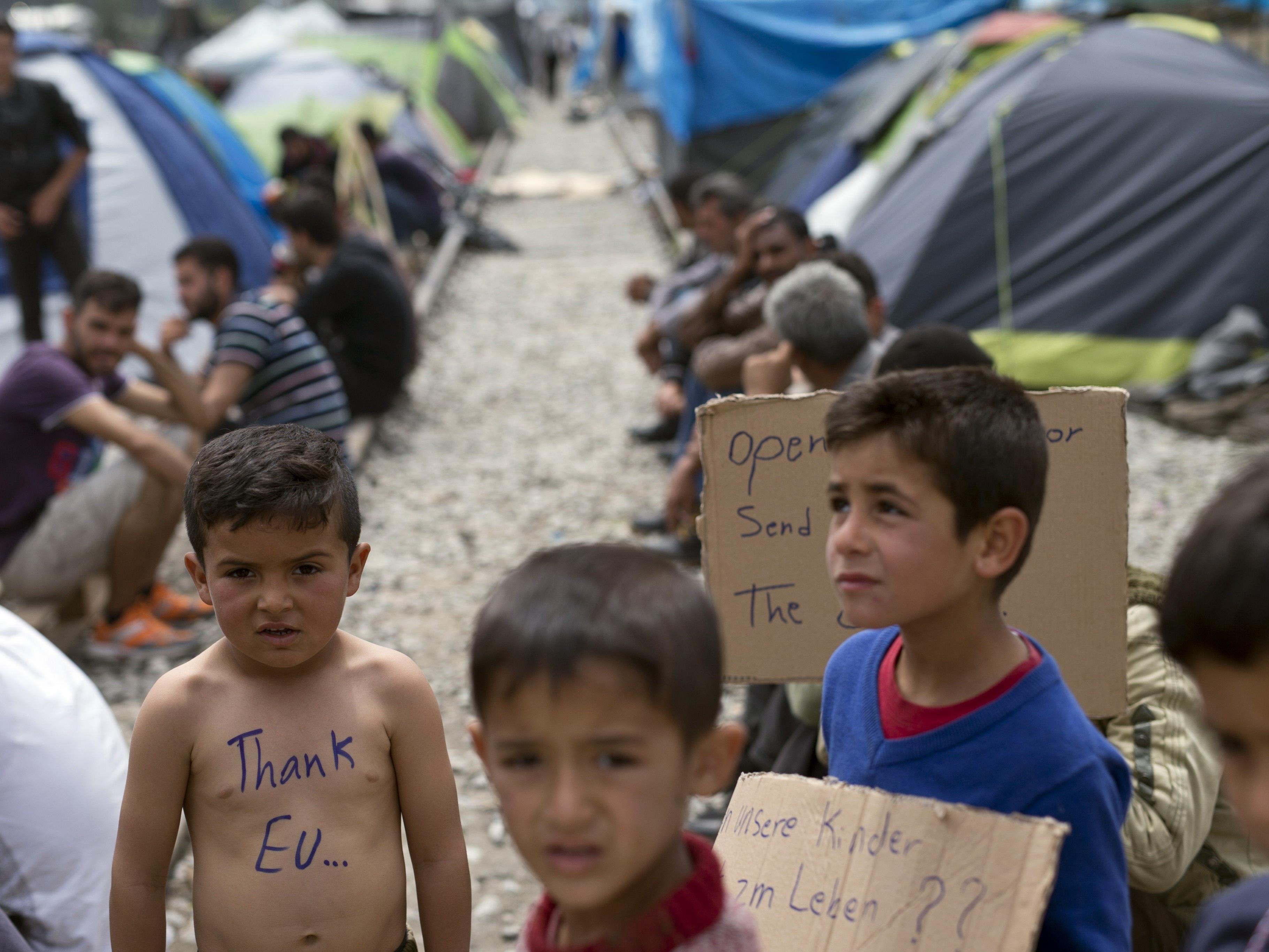 Diese Flüchtlinge sitzen in Idomeni fest.
