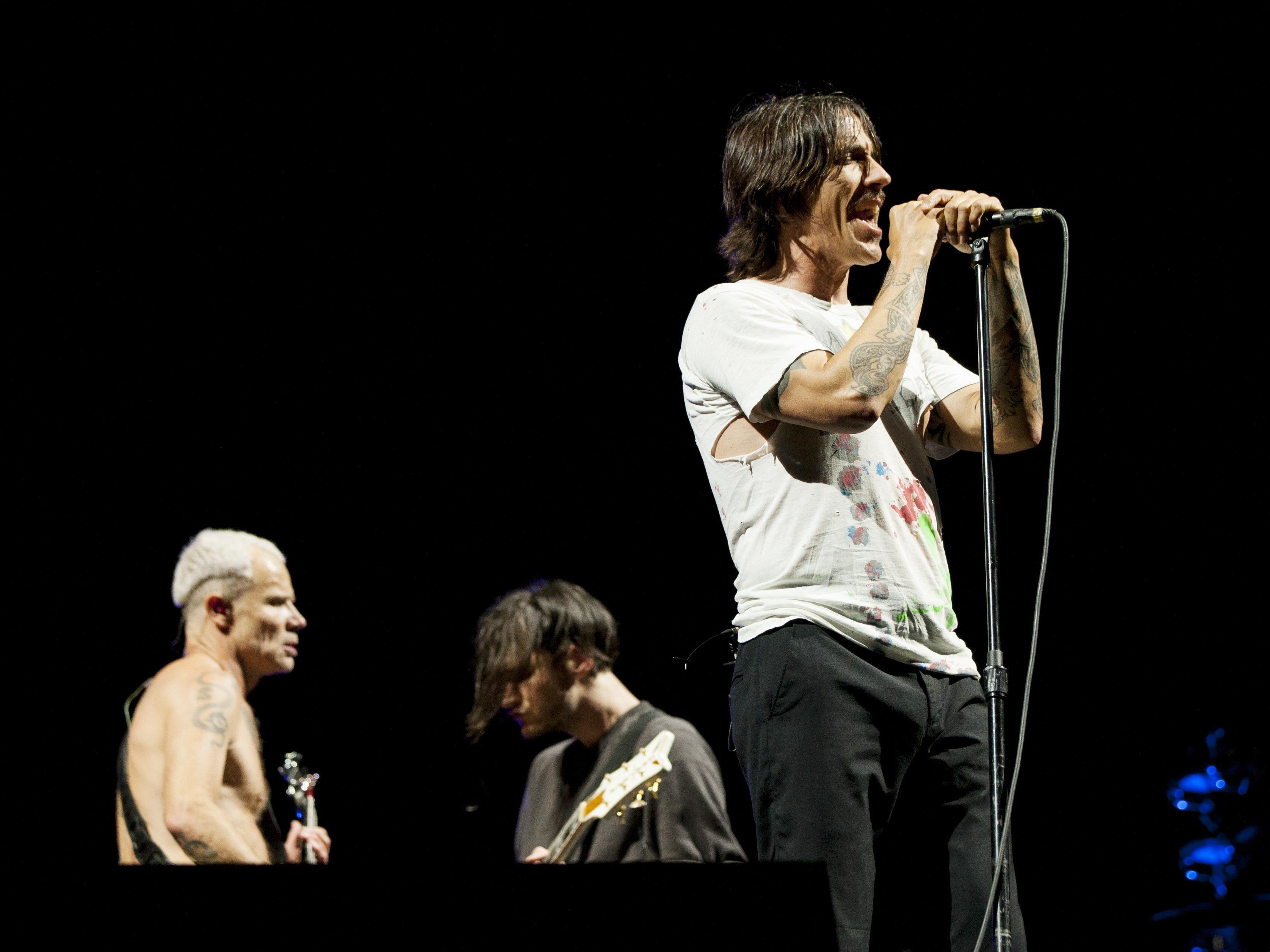 Anthony Kiedis, Frontmann der Red Hot Chilli Peppers ist wieder fit. Nach einer kurzen Pause wegen einer magenentzündung, setze die Band ihre Tour fort.