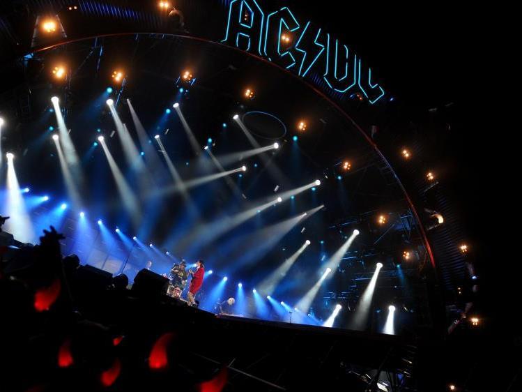 Es wird laut im Stadion mit AC/DC und Axl Rose.