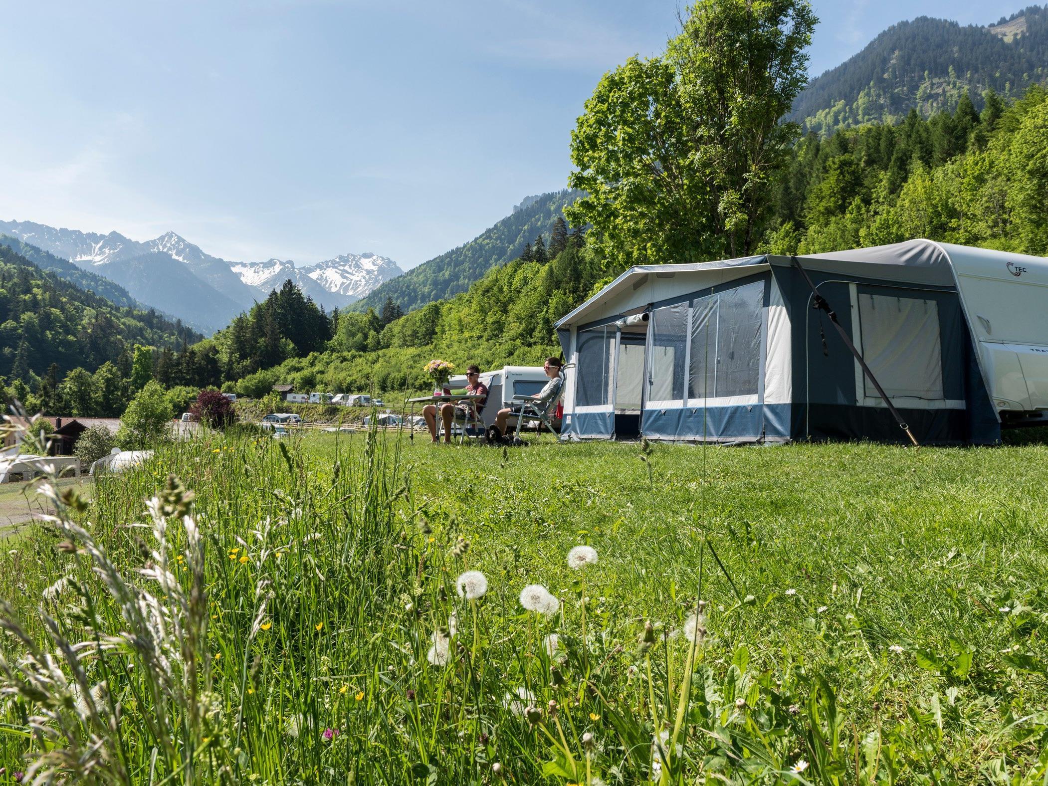 Campen in Vorarlberg wir immer beliebter. Bester Campingplatz im Ländle ist laut dem Europa Top 100 Ranking das Alpencamping in Nenzing.