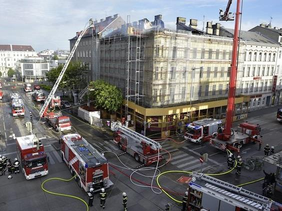 Dachbrand am Zimmermannplatz in Wien-Alsergrund