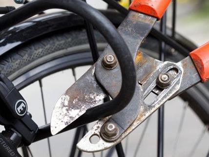 Ein Fahrraddieb wurde von der Polizei gefasst und angezeigt