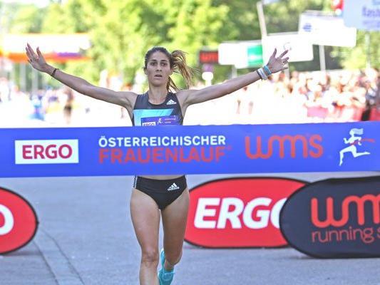 Sara Moreira gewinnt beim Frauenlauf 2016.
