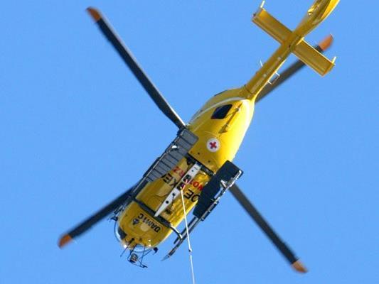 Ein Rettungshubschrauber brachte einen Einjährigen ins Krankenhaus