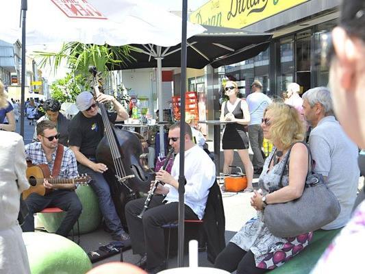 Wiens Musikmärkte laden wieder zum Verweilen ein.