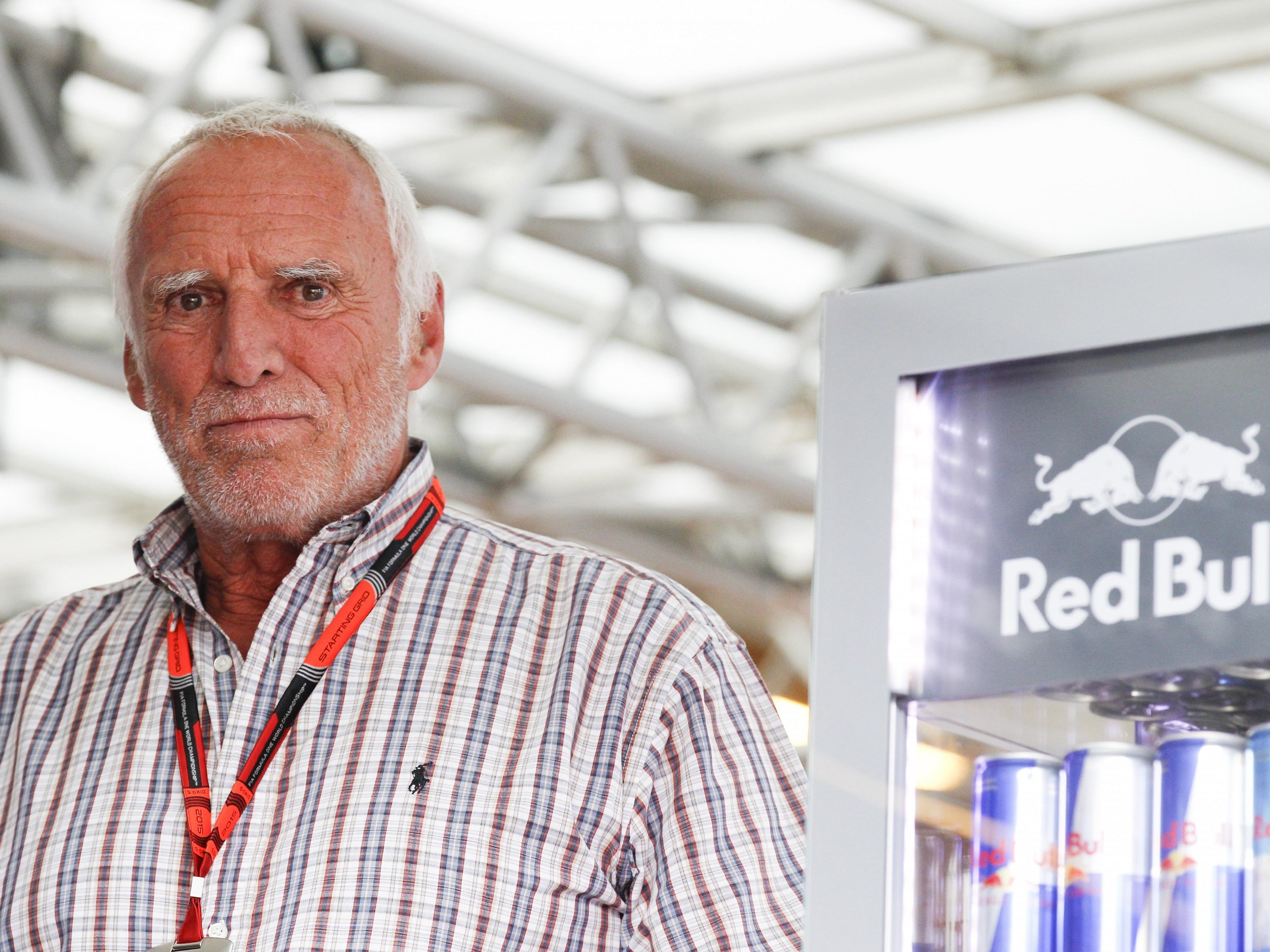 Scharfe Kritik von AK und GPA an Mateschitz-Sager - den Rücken bekommt der Red-Bull-Chef dennoch gestärkt.