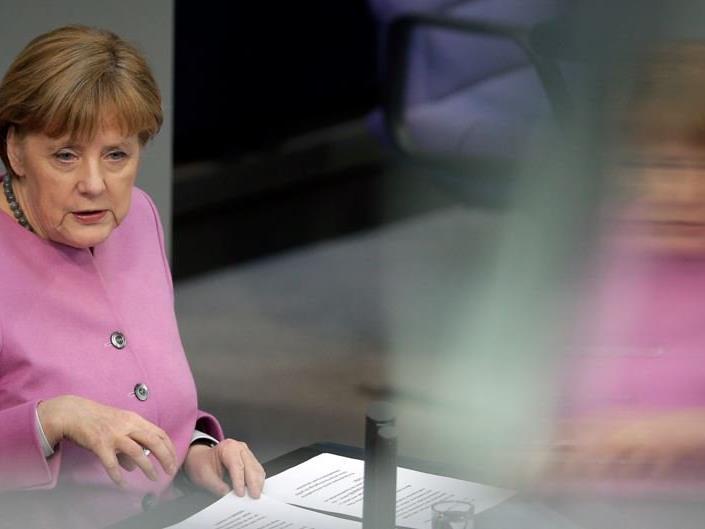 Kritik an Merkel wegen ihrer Böhmermann-Entscheidung.