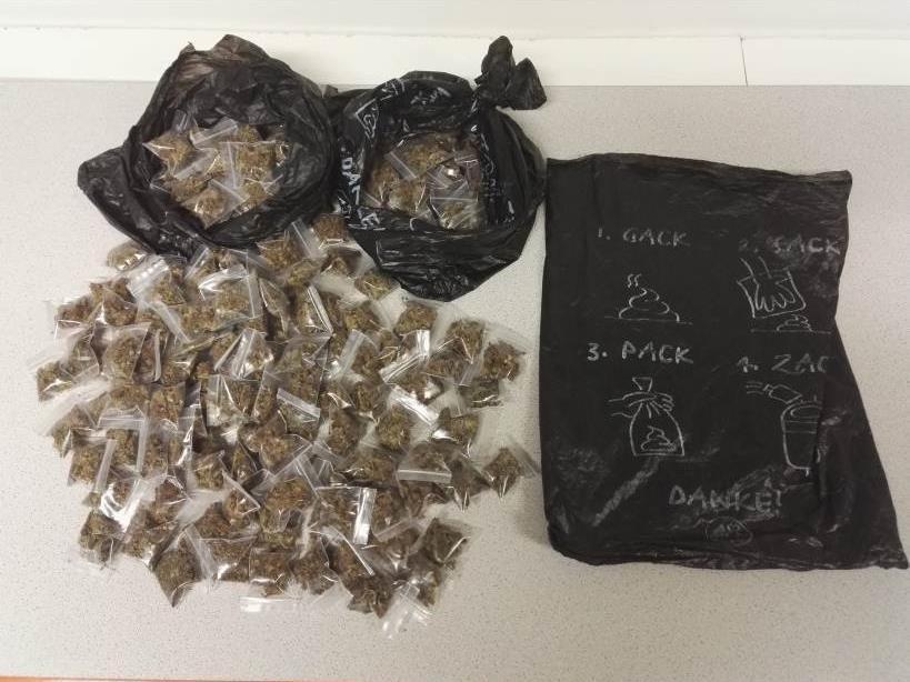 Polizisten stellten bei einer Schwerpunktaktion am Gürtel 300 Säckchen Cannabis sicher.