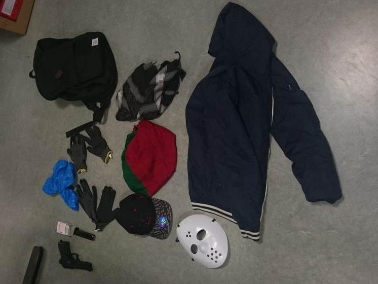 Die Ausrüstung zum Überfall der Jugendlichen auf eine Tankstelle in Wien-Donaustadt.
