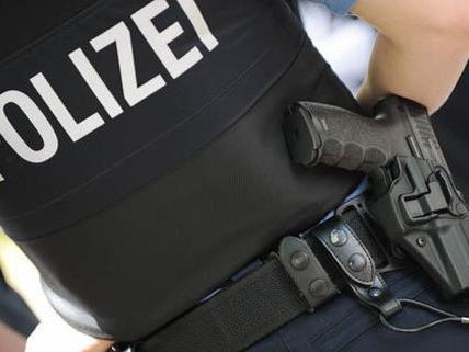 Ein Polizist wurde beim Versuch, den Streit zu schlichten, verletzt.
