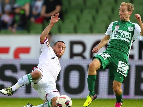 v.l. Steffen Hofmann (SK Rapid Wien) und Michael Perlak (SV Mattersburg) am Sonntag beim Spiel