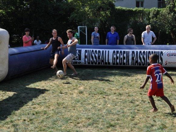 Die Football Helps Foundation veranstaltet ihr zweites Barfußturnier in Wien.