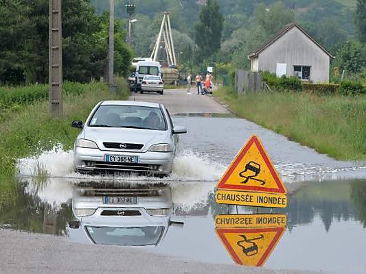 Zahlreiche Straßen in Frankreich sind überflutet
