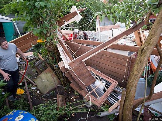 Unzählige Dächer wurden abgedeckt