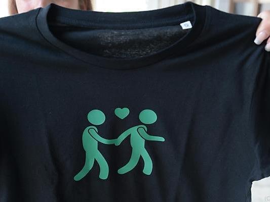 Den T-Shirts folgen weitere Souveniers