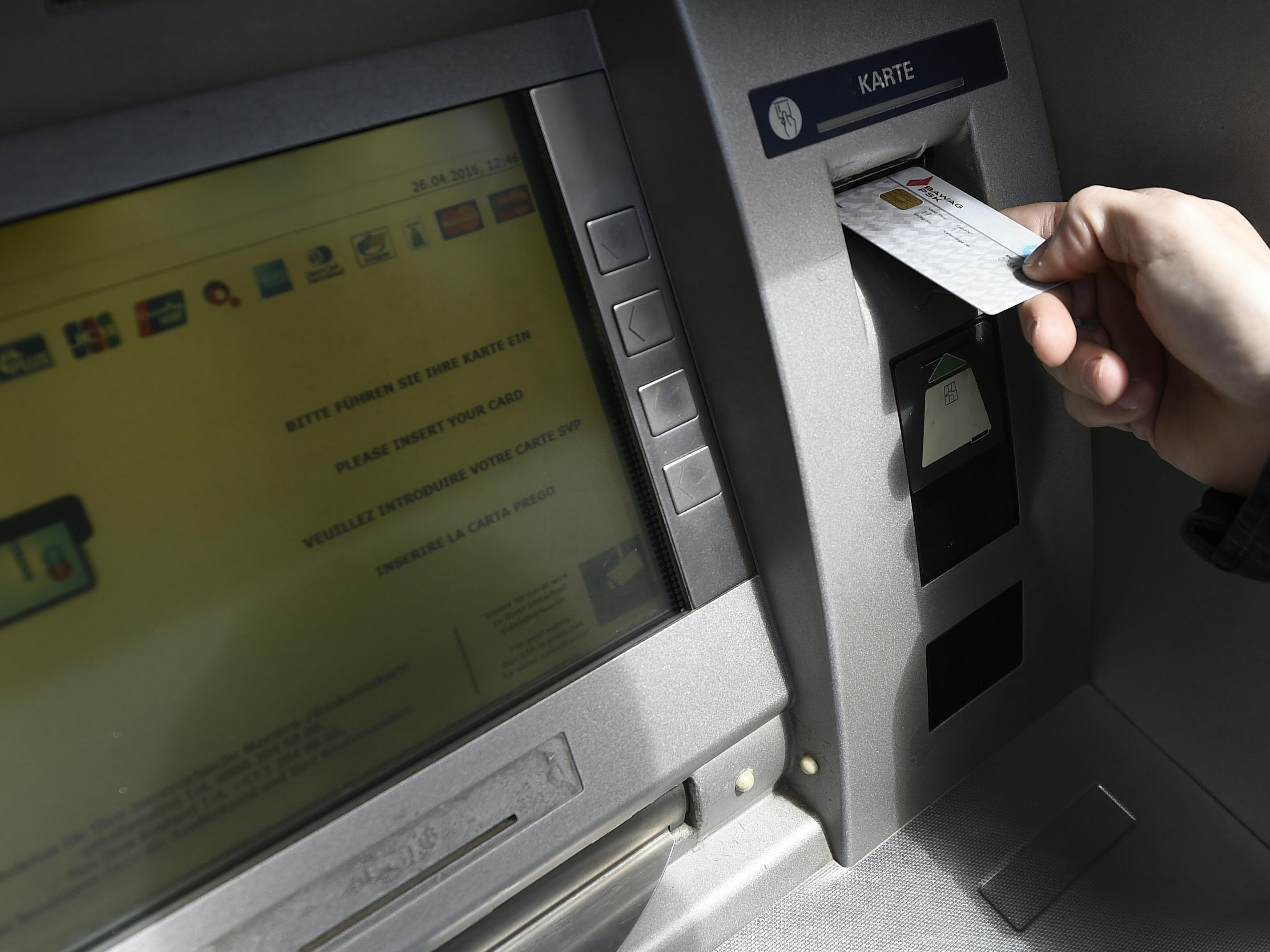 Die seit Montagnachmittag österreichweit ausgefallenen Bankomaten funktionieren wieder. Bei Bezahlterminals in Geschäften gibt es noch vereinzelt Probleme.