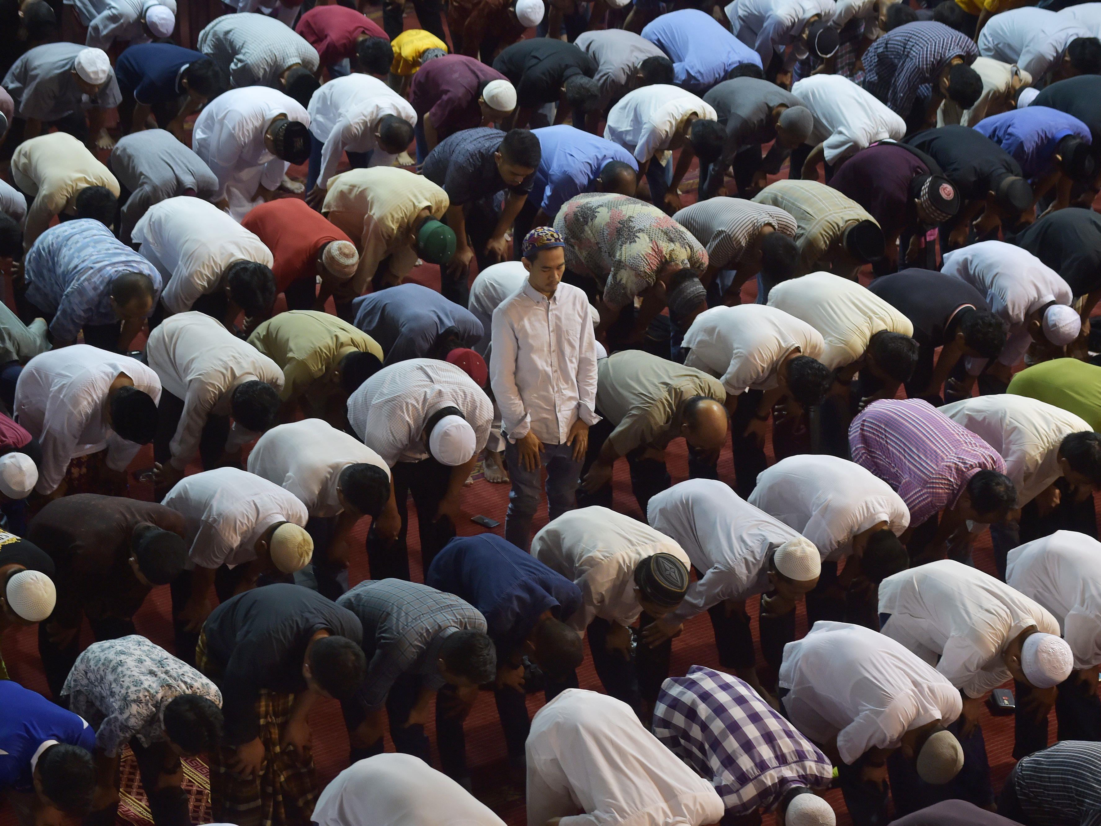Neben dem Verzicht auf Genuss während des Tages, geht es im Ramadan auch um gemeinsames Beten.