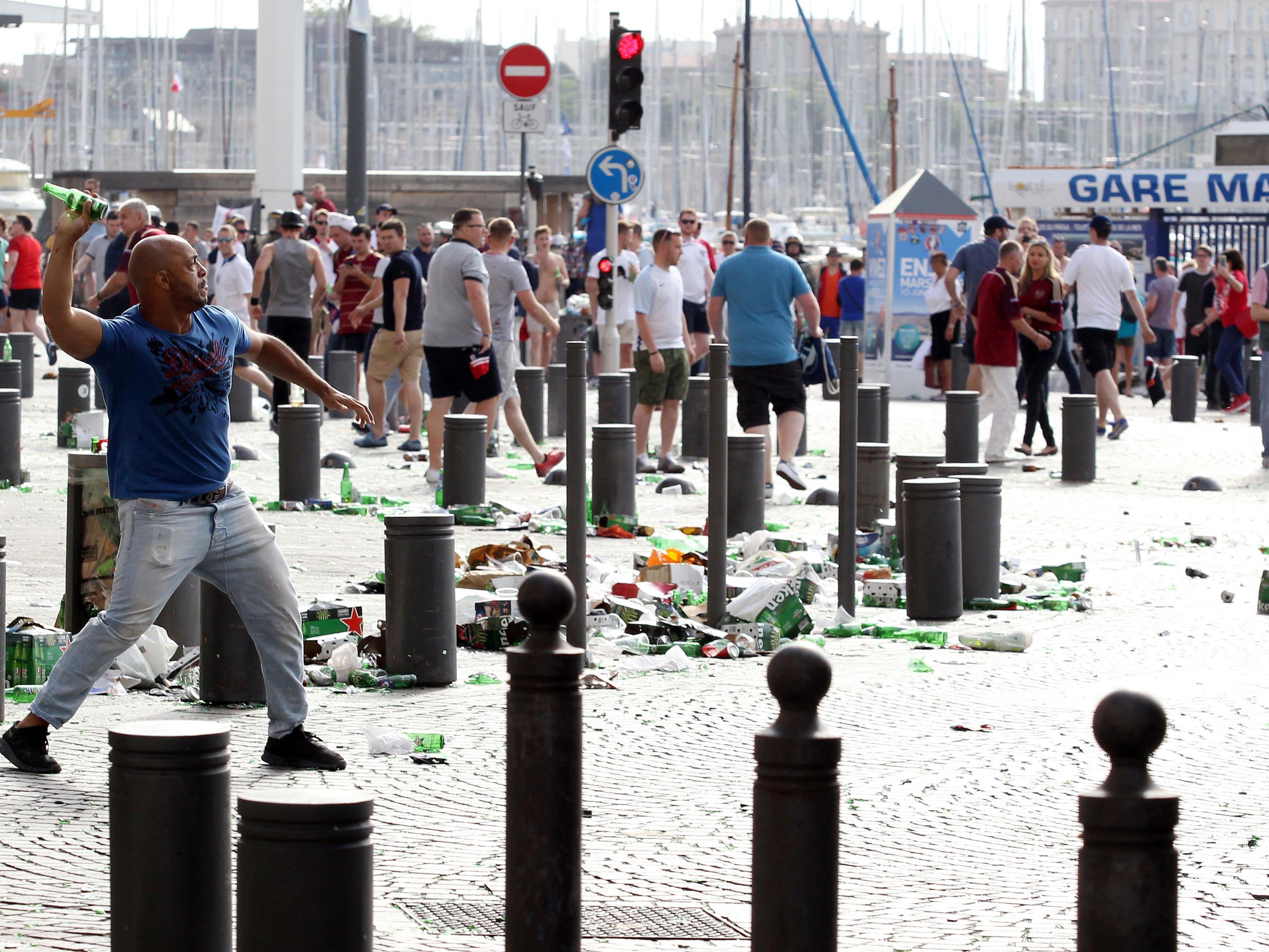 Szenen der Ausschreitungen am Samstag in Marseille.