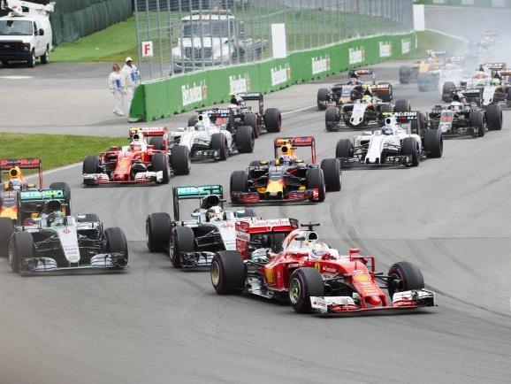 Am Start überholte Vettel im Ferrari gleich beide Mercedes-Piloten.