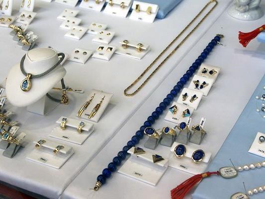 Bei einem Juwelier in Penzing kam es zu einem Betrugsversuch