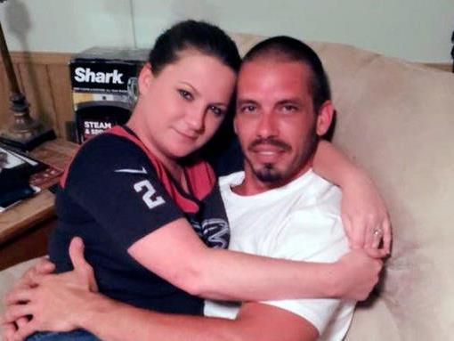 Jennifer und ihr Freund Brad führen eine Stillbeziehung.