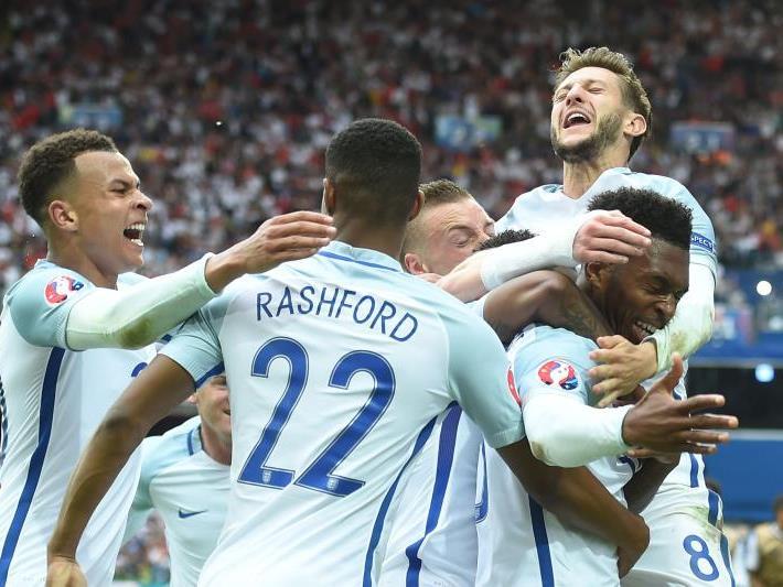 England steht mit einem Bein im Achtelfinale