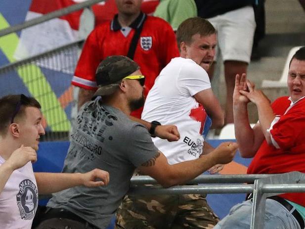 Ausschreitungen zwischen russischen und englischen Fans