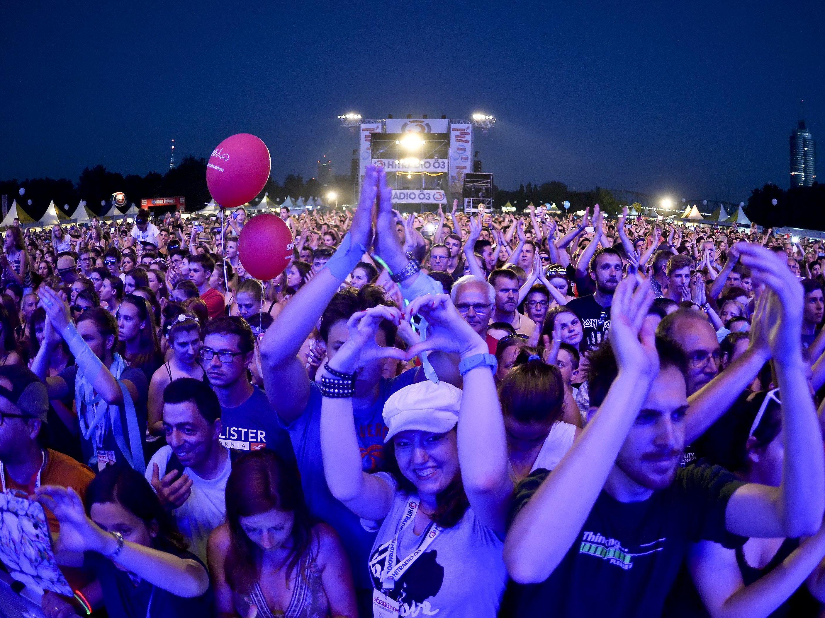 Konzertbesucher am Freitag beim Donauinselfest in Wien