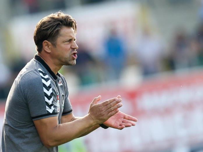 Helgi Kolvidsson mit Blick auf das Match gegen Österreich.