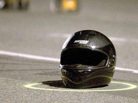 Bei einem Unfall auf der Johnstraße wurde ein Motorradfahrer getötet.
