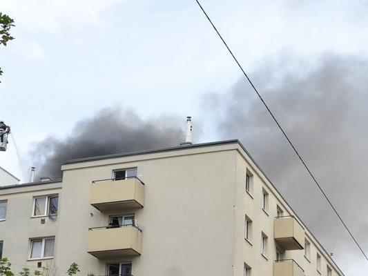 Den Rauch konnte man schon aus weiter Entfernung sehen.