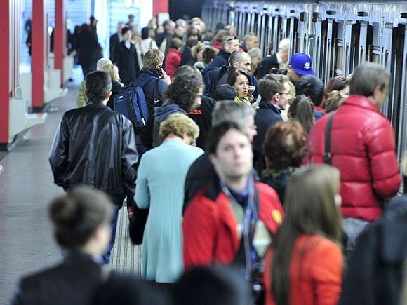 Im Gedränge einer U1-Station wurden Mutter und Kind getrennt