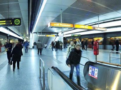 Mann bedrohte Passanten am Wiener Westbahnhof.