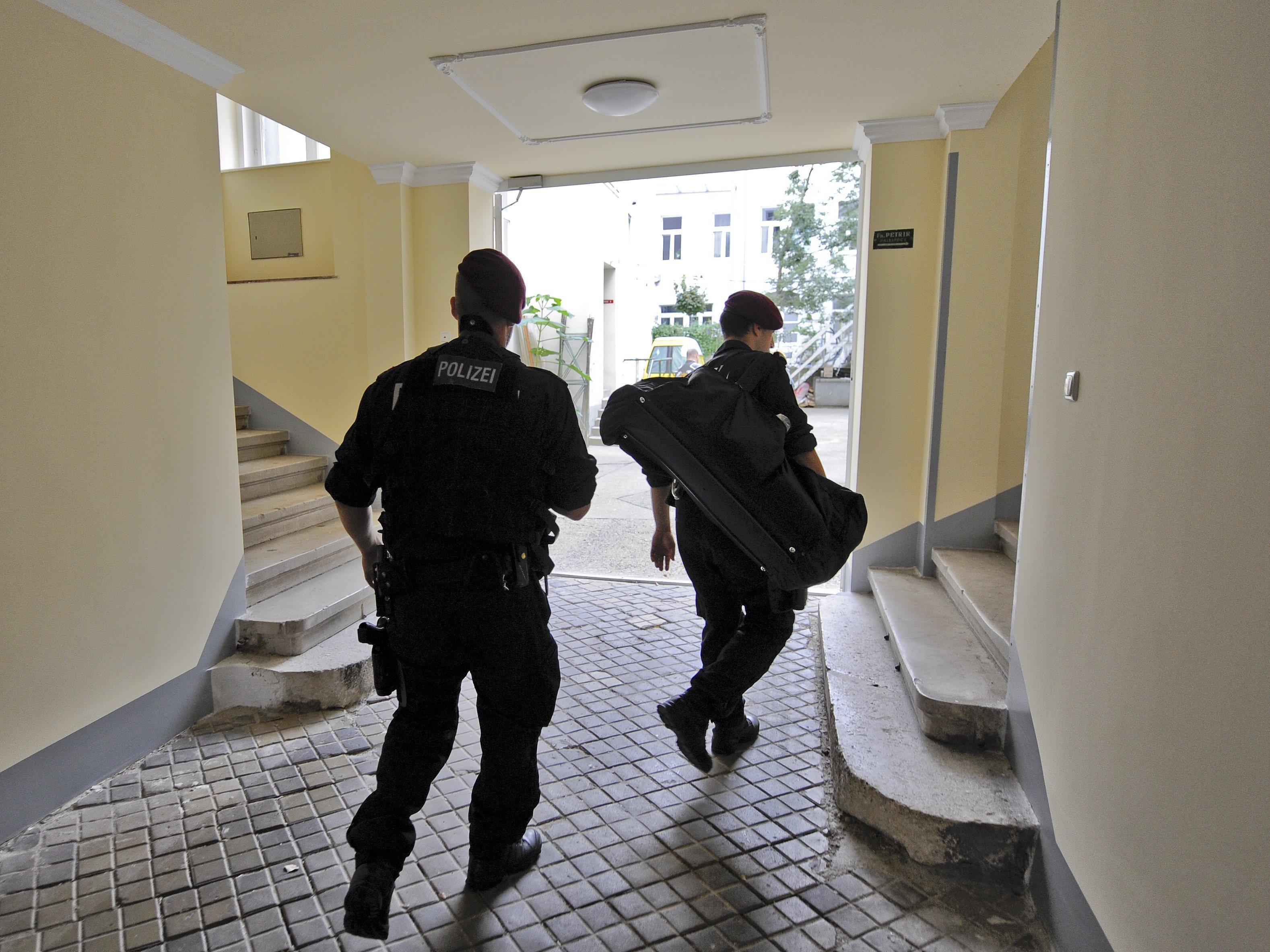 Einer Pensionistin wurde von ihrer Putzfrau mutmaßlich 100.000 Euro gestohlen