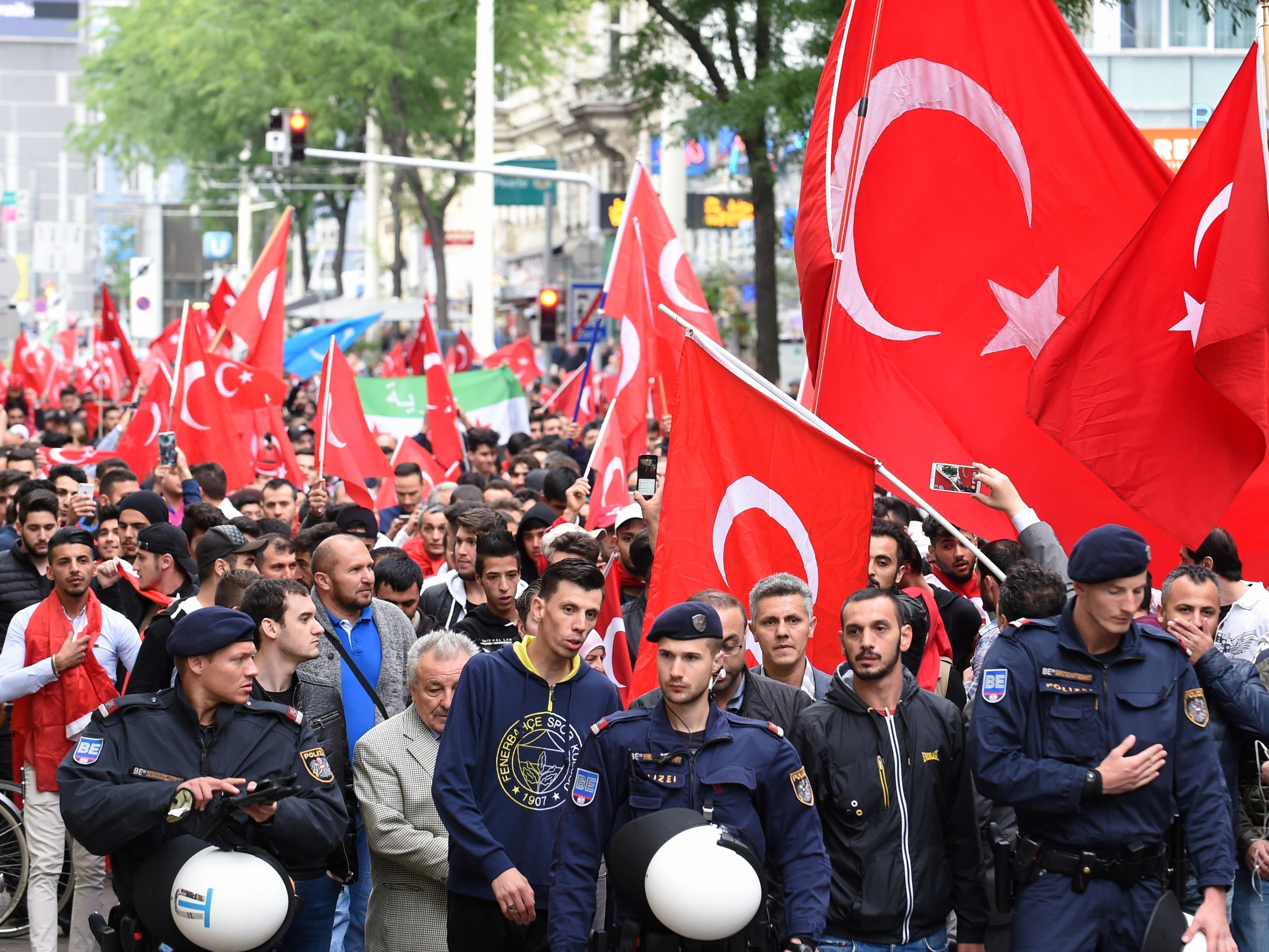 Eine zweite Demonstration zog aufgrund der Vorfälle in der Türkei durch die Wiener Innenstadt