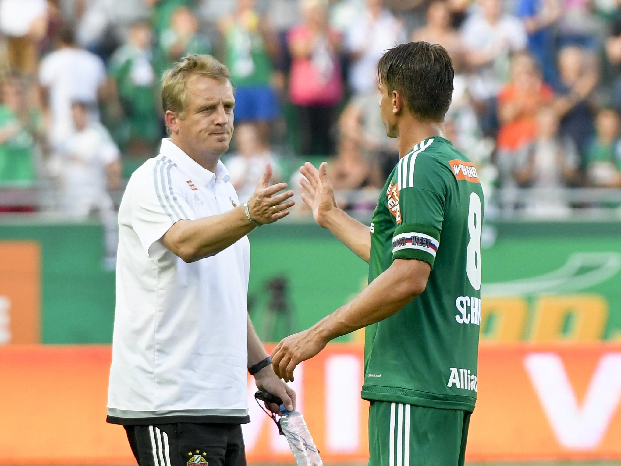 Stefan Schwab (r.) bekennt sich mit seiner langfristigen Verlängerung zu Rapid.