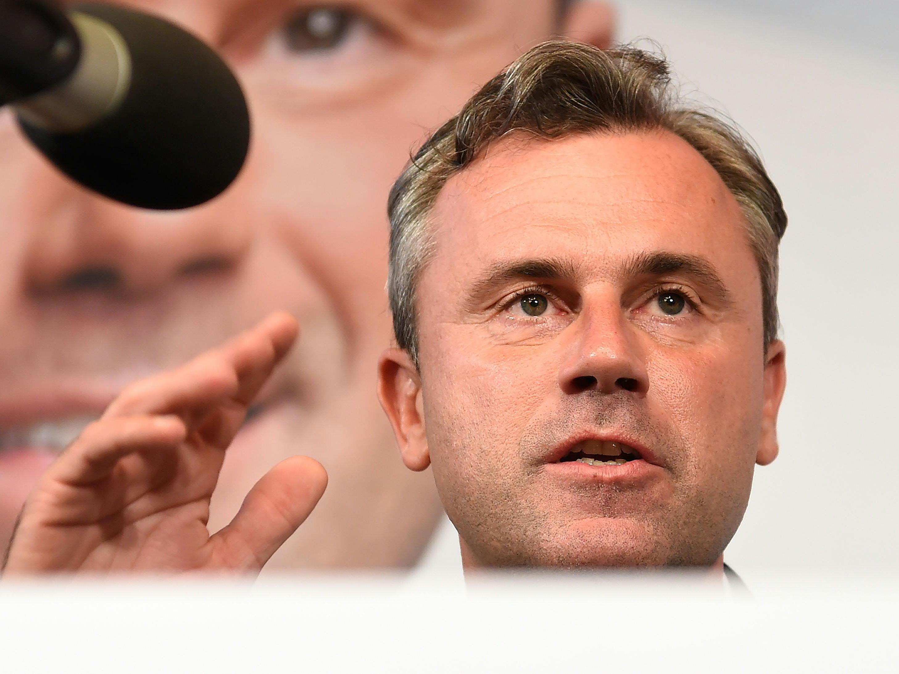 "Hofer fordert ""andere Ausländerpolitik""."