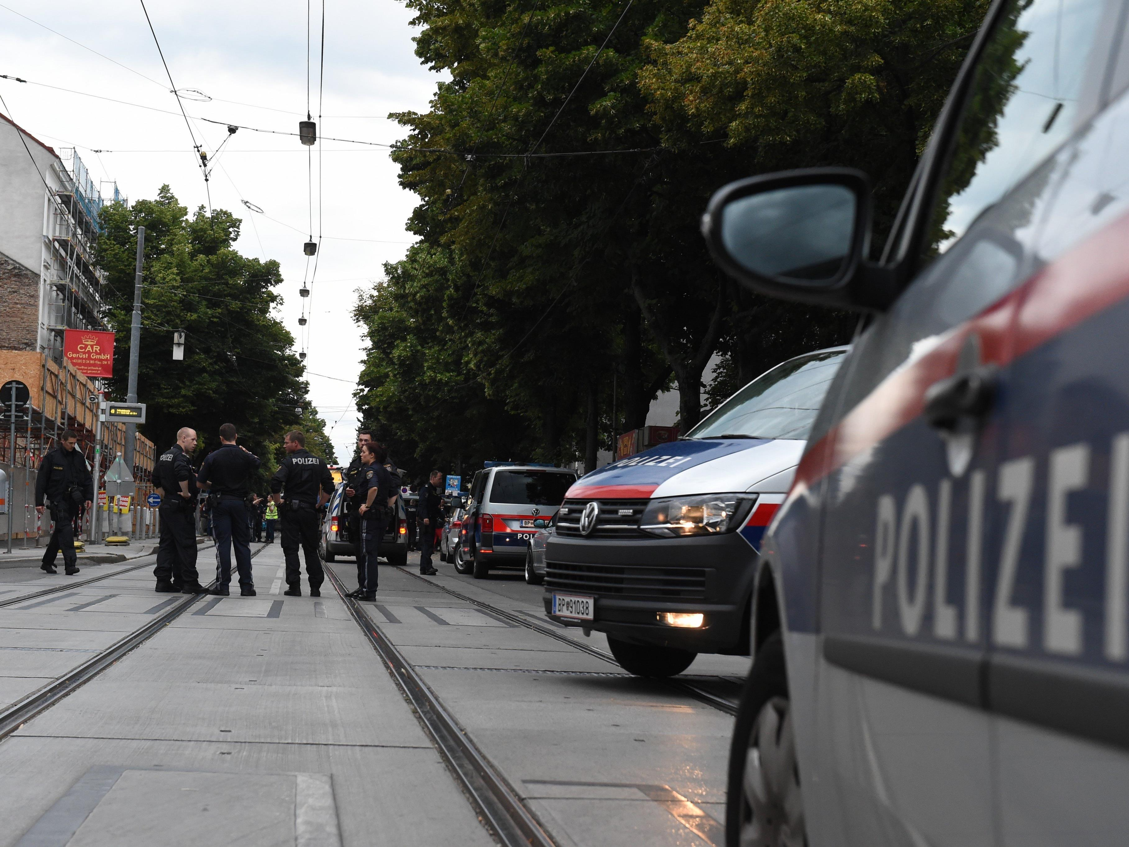 Der schwerst verletzte Polizist schwebt weiter in Lebensgefahr.