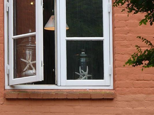 Ein mutmaßlicher Dealer sprang vor der Polizei aus einem Fenster