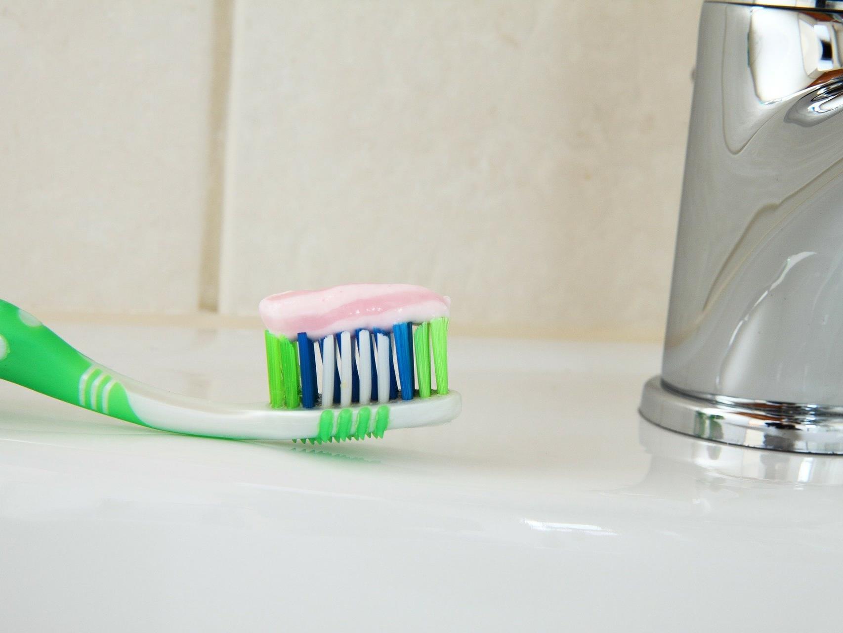 Mehr als 30 Zahncremes wurden von Ökotest getestet.