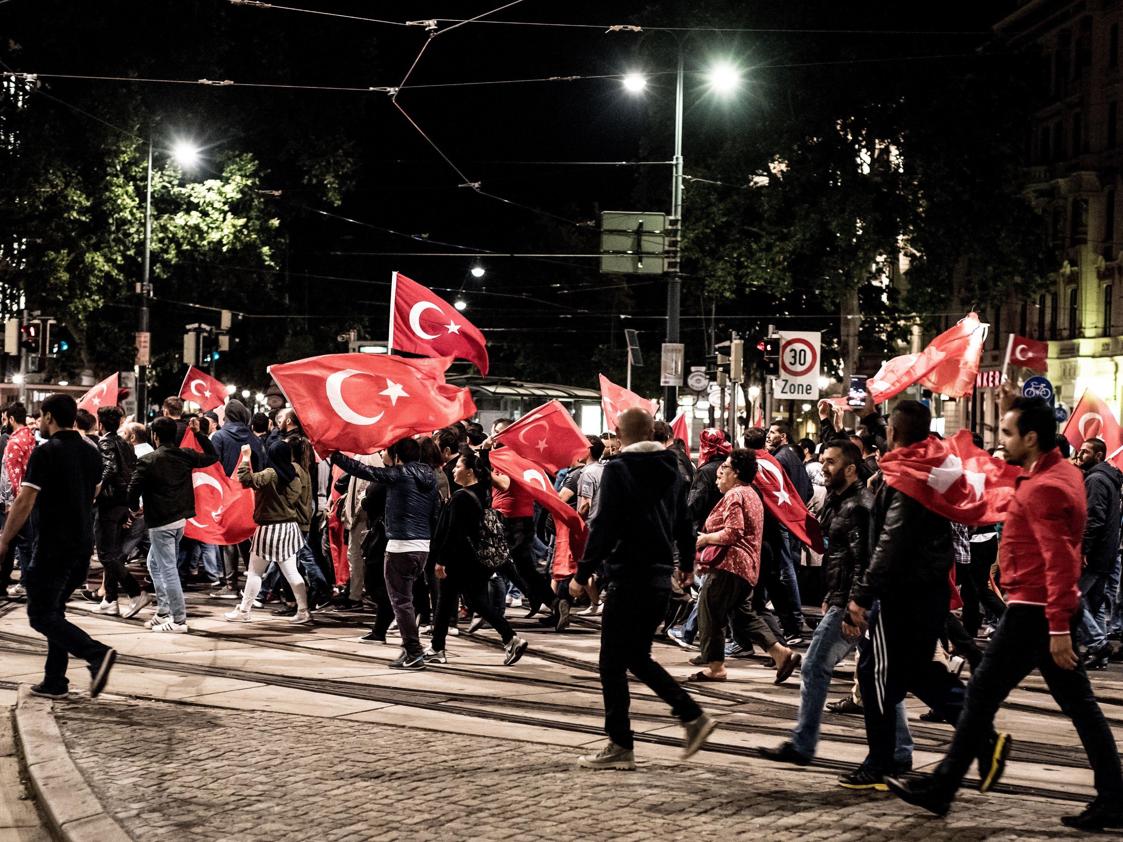 Bei der Pro-Erdogan-Demo am Samstag in der Wiener Innenstadt