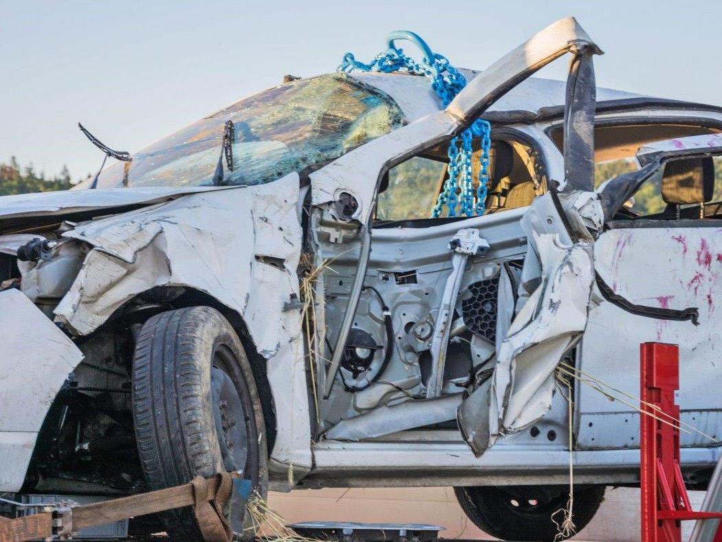 Das stark beschädigte Auto nach dem Unfall bei Mödring.