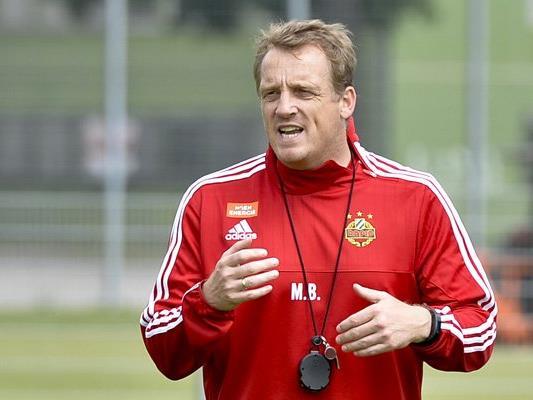 Mike Büskens geht in sein erstes Pflichtspiel als Rapid-Coach.