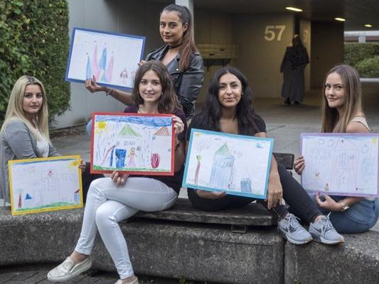 Kindergartenkinder haben für das Projekt von Yagmur, Hannah, Nesrin, Manolya und Medina ihre Zukunftsvisionen für die Achsiedlung gezeichnet.