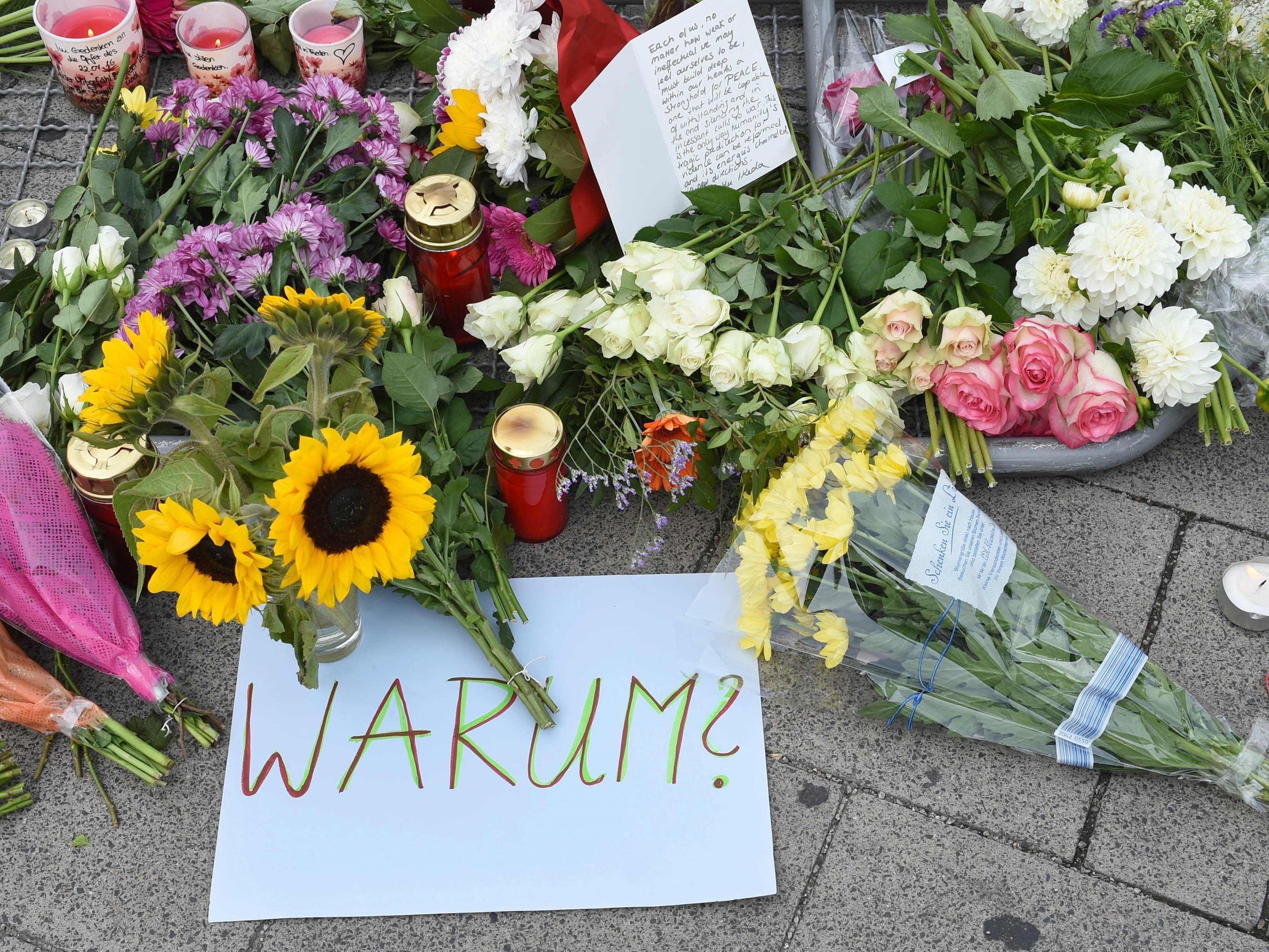 Niedergelegte Blumen nach dem Amoklauf von München.