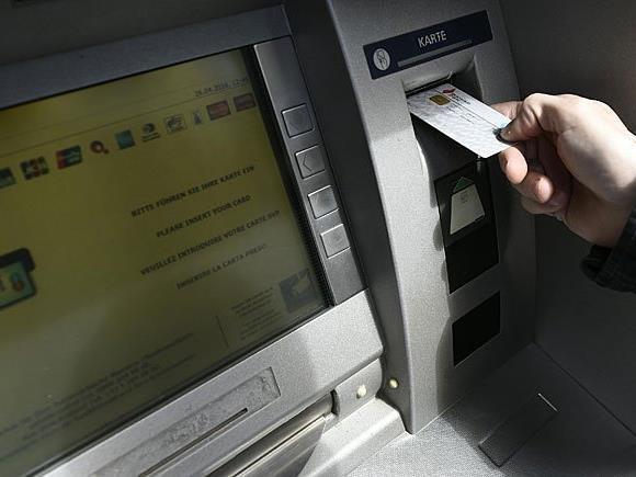 Ein gesetzliches Bankomatgebührenverbot halten die Erste-Chefs für Schwachsinn