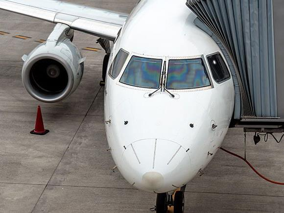 Reisekrankheit kann bei Flugreisen ein Thema sein